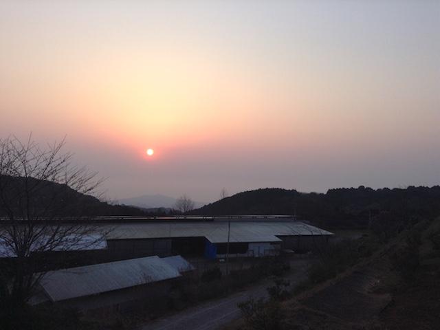 標高400mから見える朝日で始まる1日